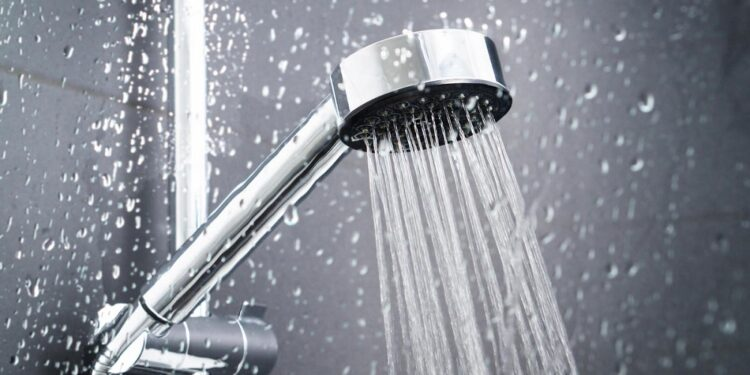 Reasons why you should stop taking hot showers