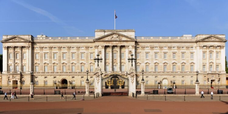 Top 20 largest palaces in the world