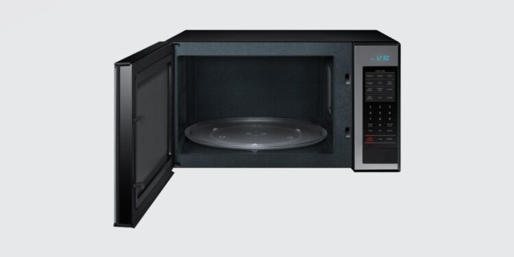 Things you should never put in the microwave